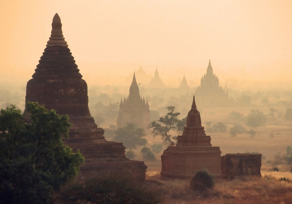 Temples in Bagan (Wikipedia creative commons)