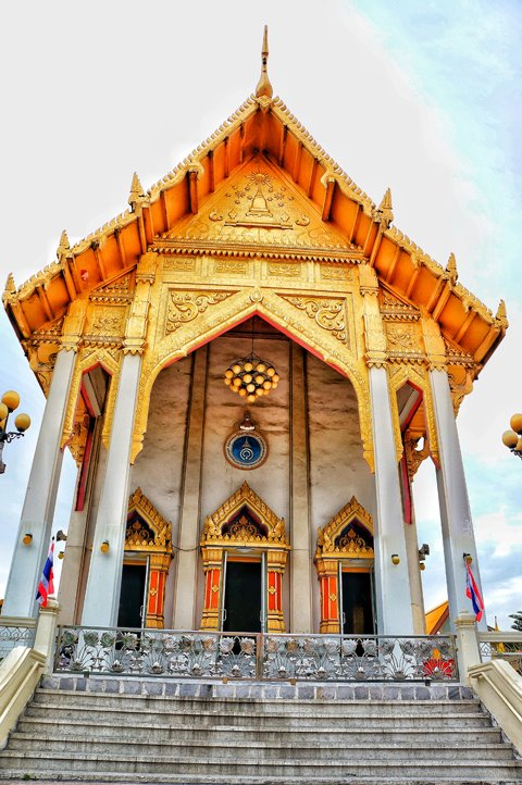 Wat That Thong is a beautiful modern Buddhist temple in Bangkok well worth adding to your itinerary