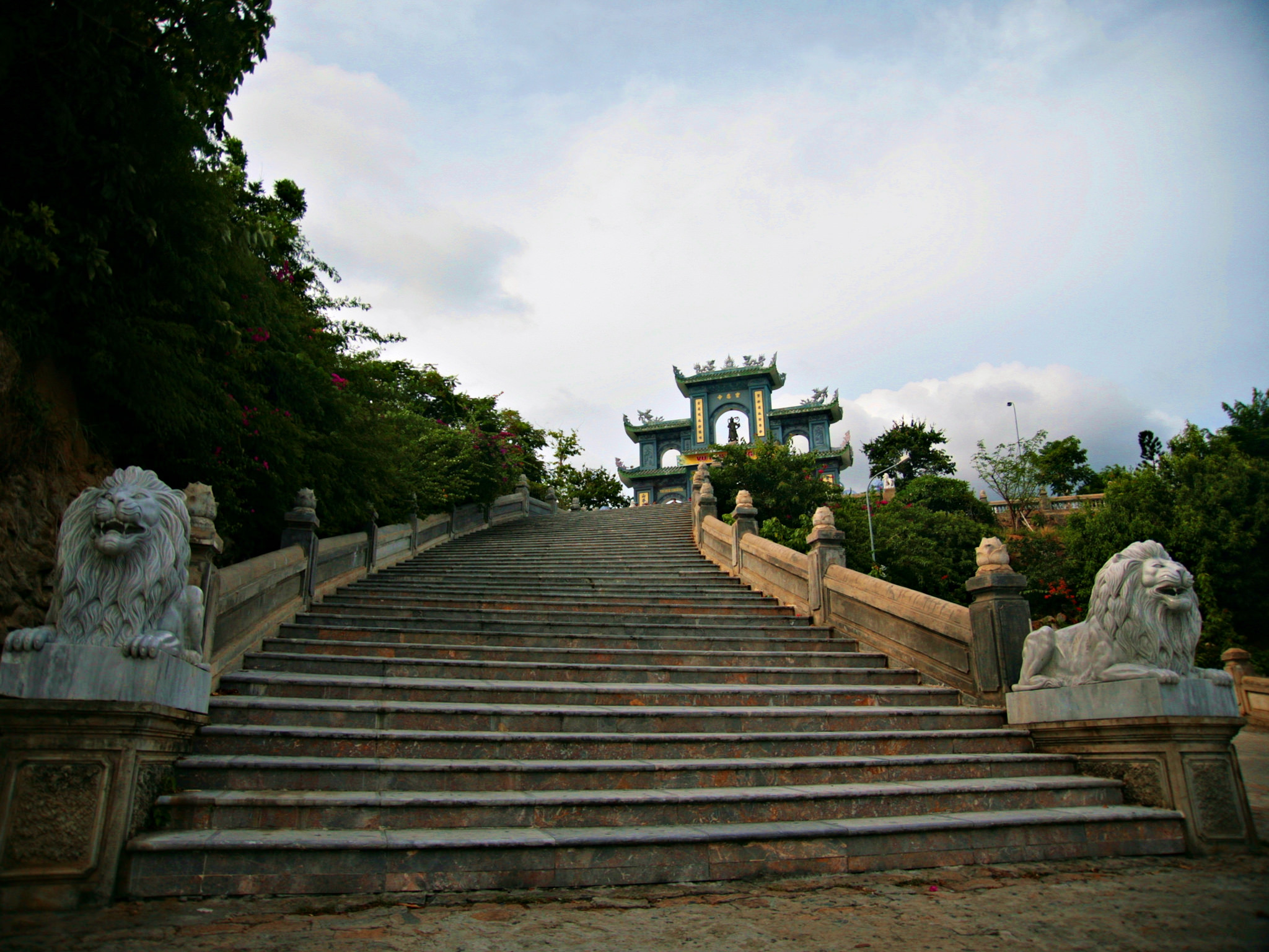 stairs up to gateway at Linh Ung Pagoda, Vietnam