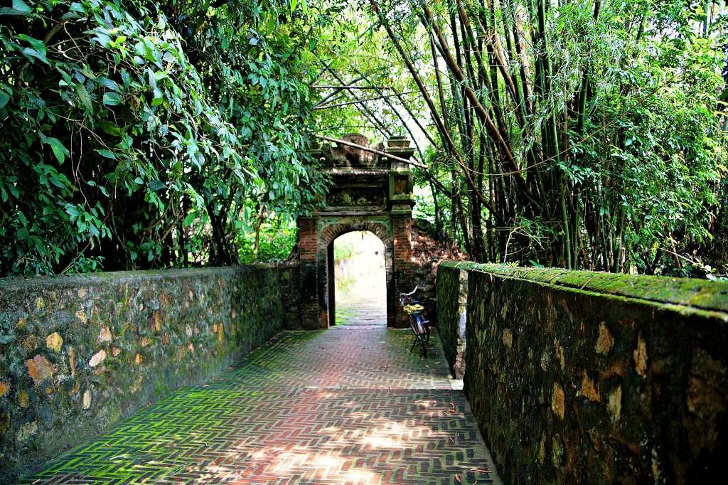 Entrance way at Bo Da Pagoda, Vietnam