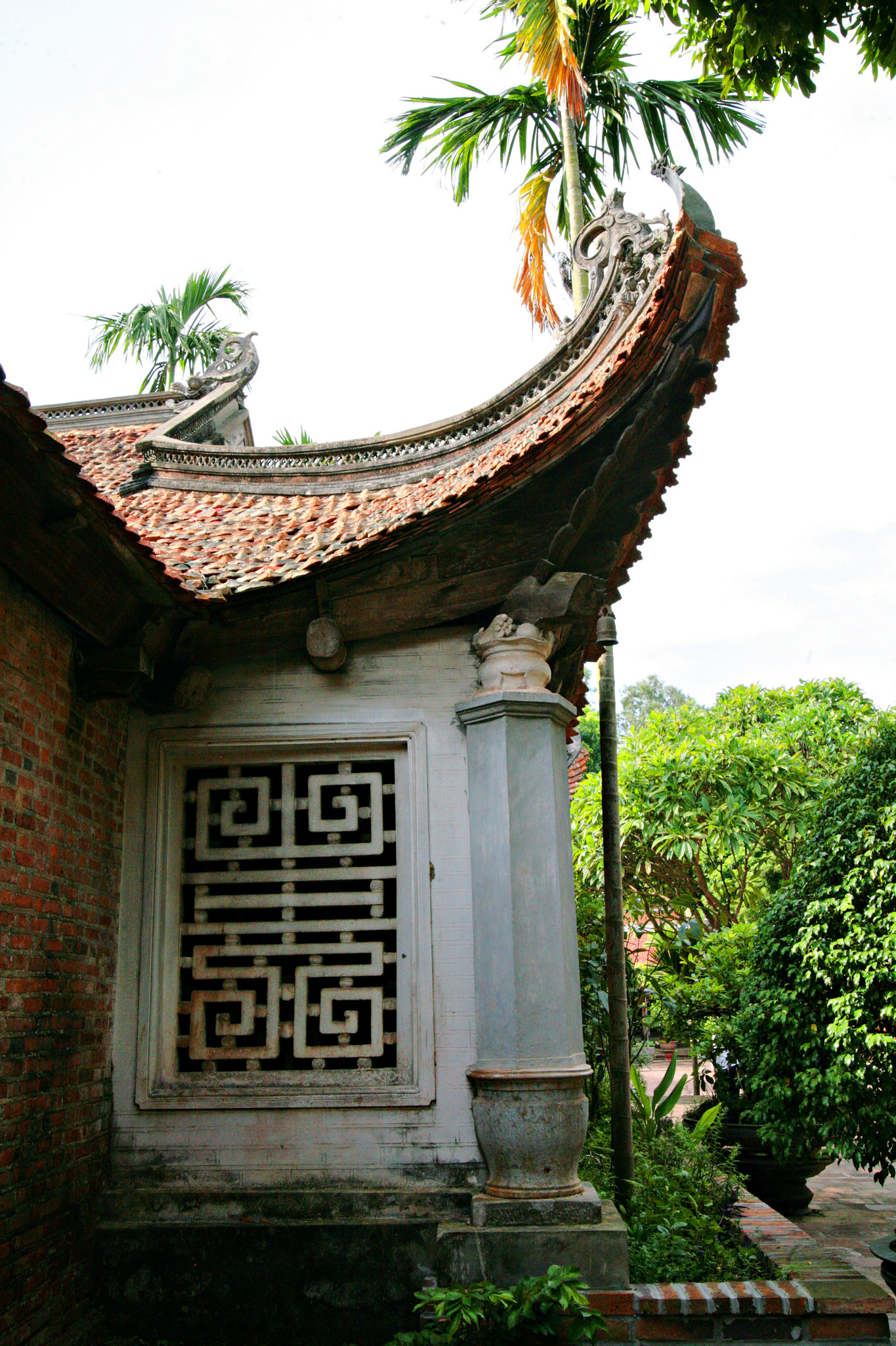 Roof architecture at Duc La Pagoda, Vietnam