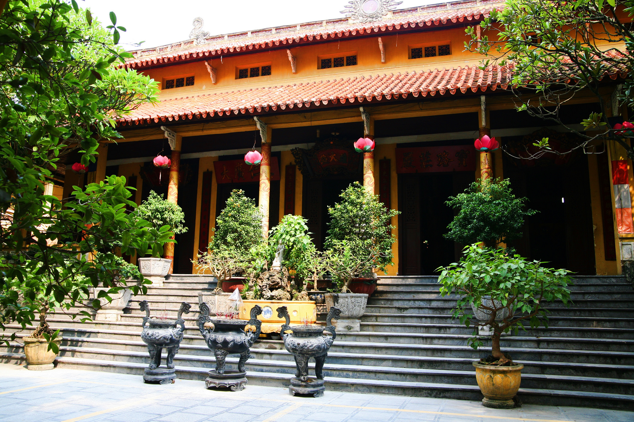 Courtyard at Quan Su Pagoda, Hanoi