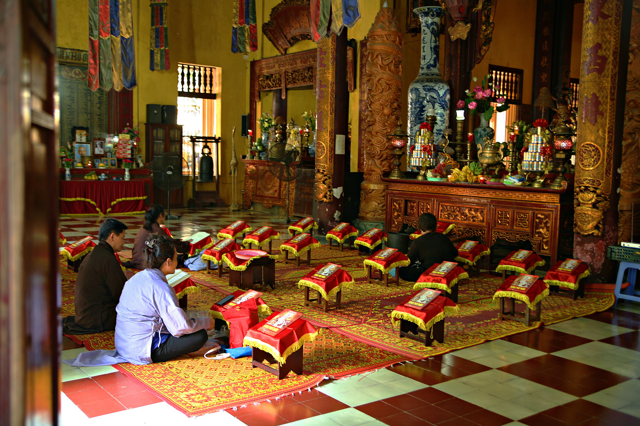 Faithful praying inside Quan Su Pagoda, Hanoi
