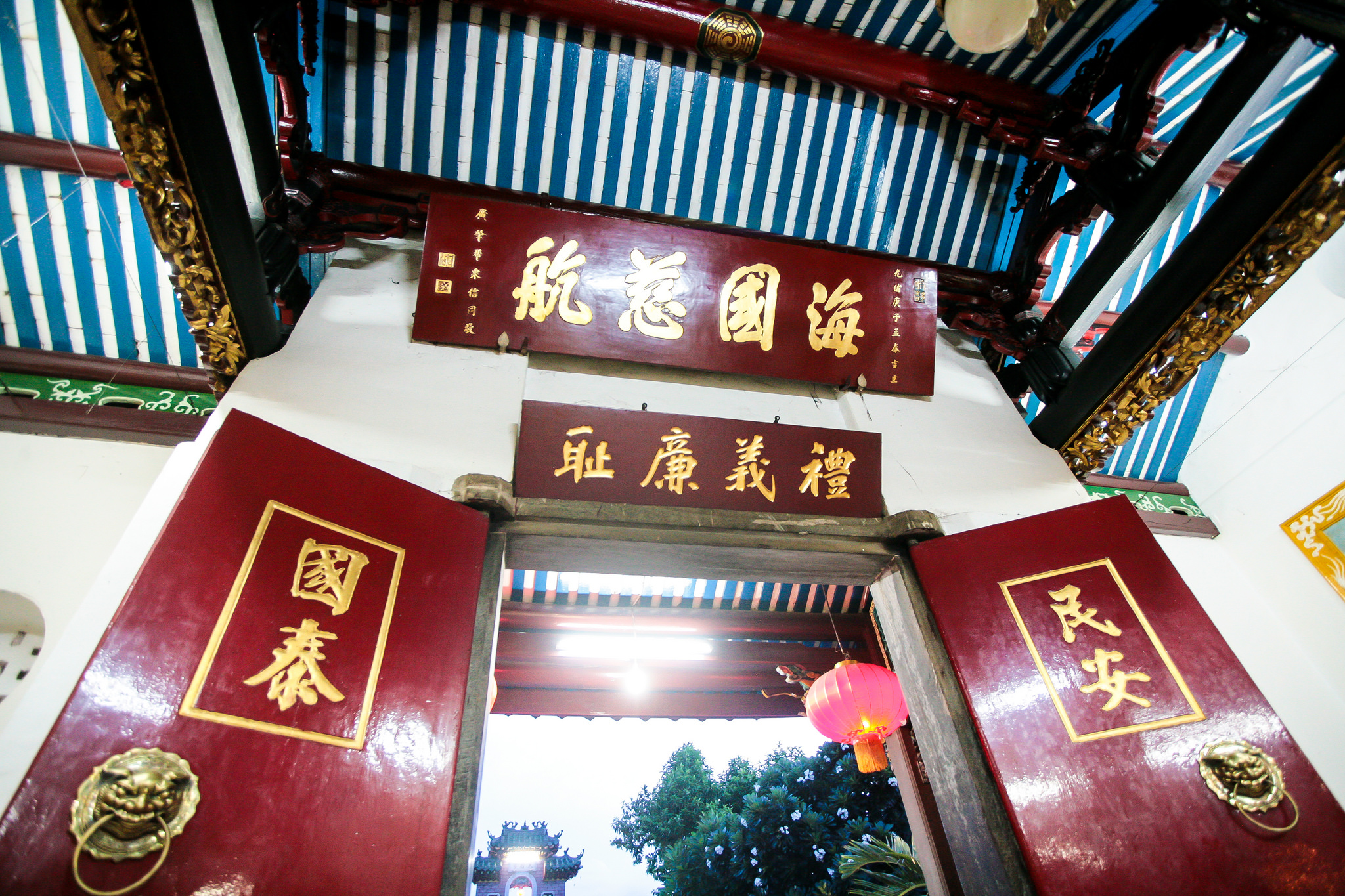 Chinese characters around the doorway in Phuoc Kien Assembly Hall, Vietnam
