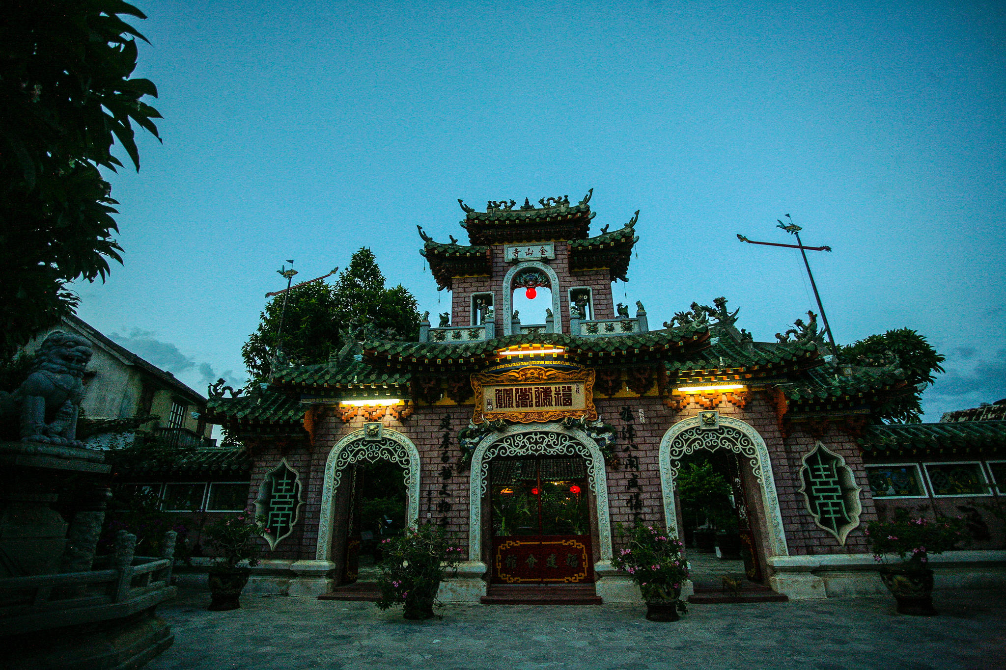 Night view of Phuoc Kien Assembly Hall, Vietnam